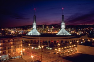 Oregon_Convention_Center_at_night